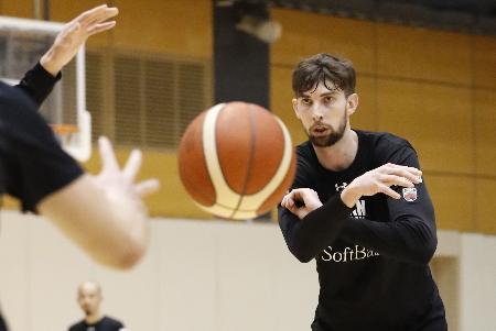 アジア杯予選に向け、調整するバスケットボール男子のロシター=東京都北区の味の素ナショナルトレーニングセンター
