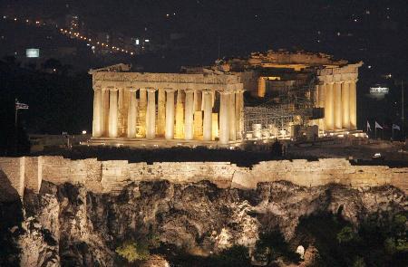 世界遺産のアクロポリスにあるパルテノン神殿=2004年8月、アテネ(共同)