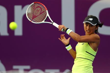 女子テニスのカタール・オープン1回戦、テレジャ・マルティンコバと対戦する土居美咲=24日、ドーハ(ゲッティ=共同)