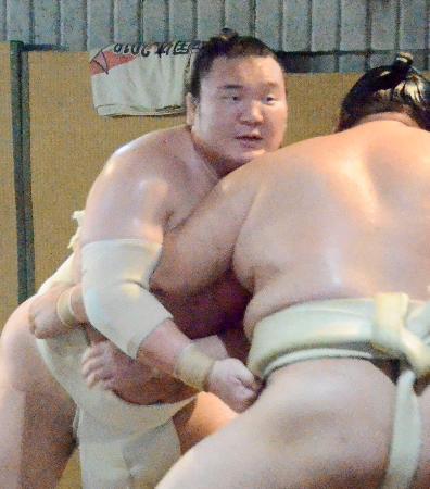 大阪市の時津風部屋宿舎に出稽古し、汗を流す横綱白鵬(代表撮影)