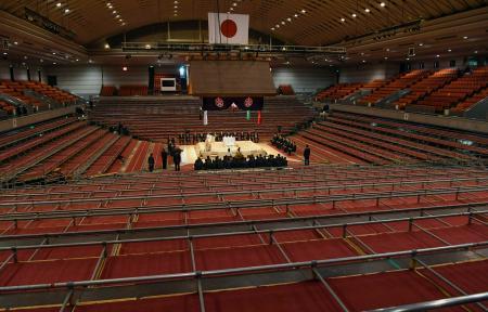 力士が出席せず行われた大相撲春場所の土俵祭り=7日午前、エディオンアリーナ大阪