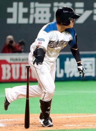 9回、清宮が中前にサヨナラ打を放つ=札幌ドーム