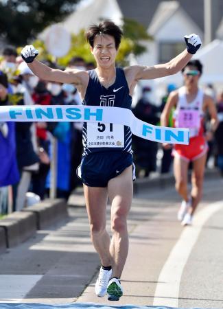 全日本競歩能美大会の男子20キロで初優勝し、東京五輪代表に決まった池田向希=石川県能美市
