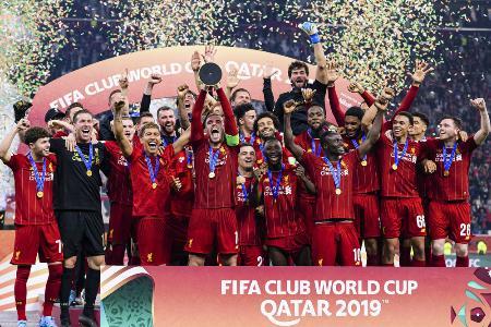 昨年のサッカークラブW杯で優勝し、喜ぶリバプールの選手たち=2019年12月21日、ドーハ(ゲッティ=共同)