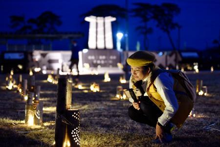 東京五輪の聖火を歓迎するためともされた東日本大震災の犠牲者鎮魂を祈る照明「竹あかり」=19日夕、宮城県東松島市