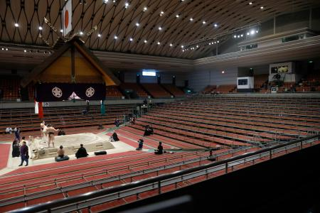 無観客で行われた大相撲春場所の14日目=21日、エディオンアリーナ大阪