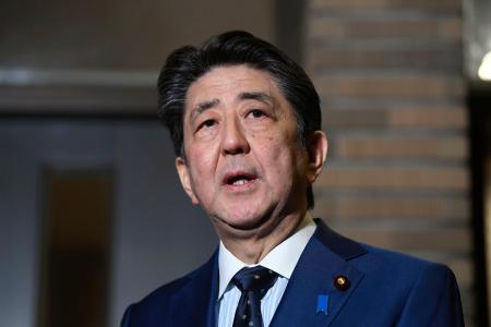 IOCのバッハ会長との電話会談を終え、取材に応じる安倍首相。新型コロナウイルスの世界的な感染拡大を受け、東京五輪の開幕を1年程度延期することで一致した=24日午後9時10分、首相公邸