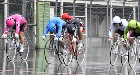 準決勝第11レース ゴールする1着の松浦悠士(2)、2着の守沢太志(4)、3着の柏野智典(6)=福井競輪場