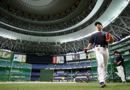 全体練習を終え引き揚げるオリックス・吉田正=京セラドーム
