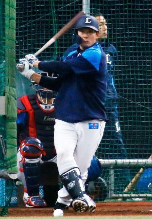 打撃練習をする西武・栗山=メットライフドーム