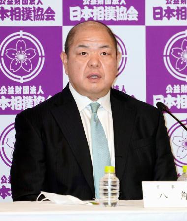 記者会見する日本相撲協会の八角理事長=3日午後、東京・両国国技館