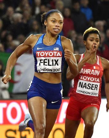 2017年8月、ロンドンで行われた世界選手権で力走する米国のアリソン・フェリックス(共同)