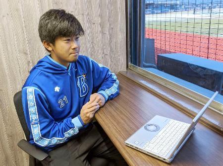 ビデオ会議アプリを通じて取材に応じるDeNAの今永=11日、横浜スタジアム(同球団提供)