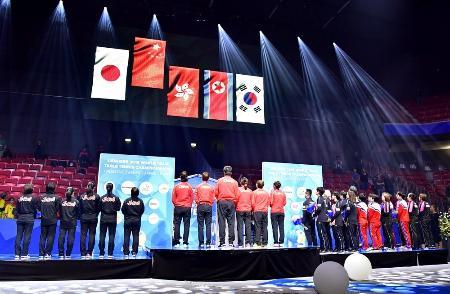2018年の世界卓球、団体戦の表彰式=ハルムスタード(共同)