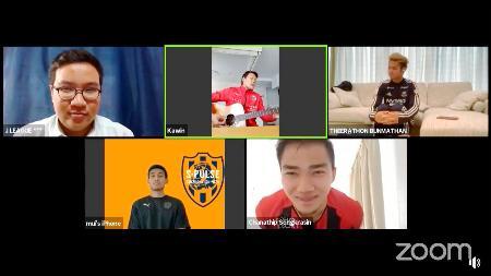 Jリーグのタイ語版の公式フェイスブックで配信された(右上から時計回りに)横浜Mのティーラトン、札幌のチャナティップ、清水のティーラシン、(1人おいて)札幌のカウィンのウェブ会談動画
