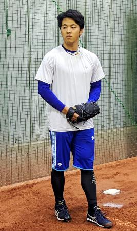 投球練習するDeNAの桜井=神奈川県横須賀市(球団提供)