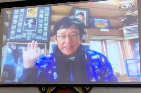 オンラインで取材に応じる日本ハムの栗山監督=20日午後