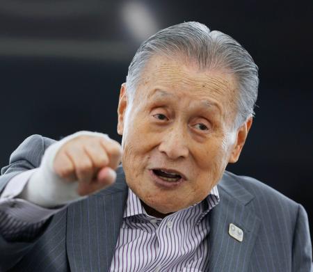 インタビューに答える東京五輪・パラリンピック組織委員会の森喜朗会長