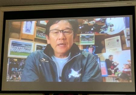 オンラインでの取材に応じる日本ハムの栗山英樹監督=23日午後、札幌市内