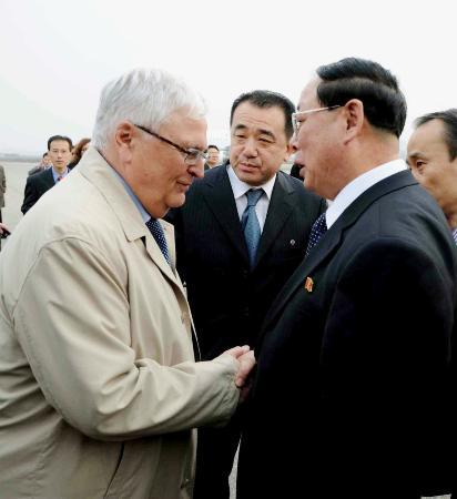 2011年、北朝鮮を訪れた当時のドイツ・サッカー連盟ツバンツィガー会長(左)