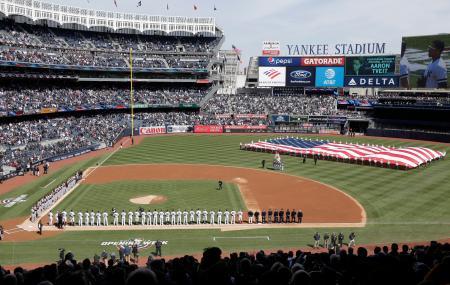 2019年の開幕戦を前にヤンキースタジアムで行われたセレモニー=ニューヨーク(AP=共同)
