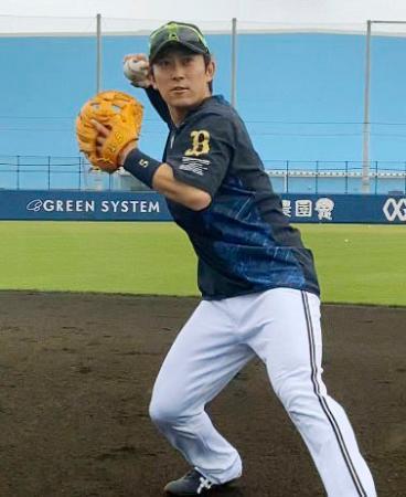 守備練習するオリックス・西野=大阪市(球団提供)
