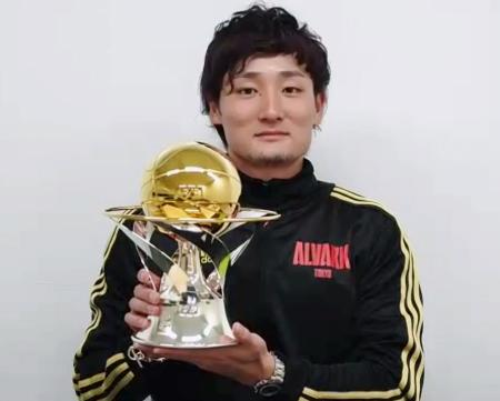 MVPを初受賞し、オンラインで取材に応じるA東京の田中大貴=10日