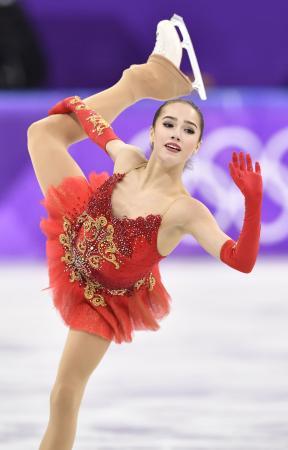 2018年2月、平昌冬季五輪フィギュアスケートの女子フリーで演技する、優勝したアリーナ・ザギトワ=韓国・江陵(共同)