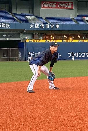 守備練習するオリックスの中川=京セラドーム大阪(球団提供)