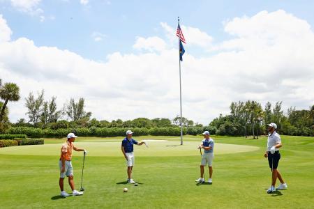 慈善大会に参加した(左から)リッキー・ファウラー、マシュー・ウルフ、ロリー・マキロイ、ダスティン・ジョンソン=米フロリダ州(USA TODAY・ロイター=共同)