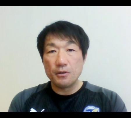 再開したチーム練習後にオンラインでの取材に応じる大分の片野坂監督=19日