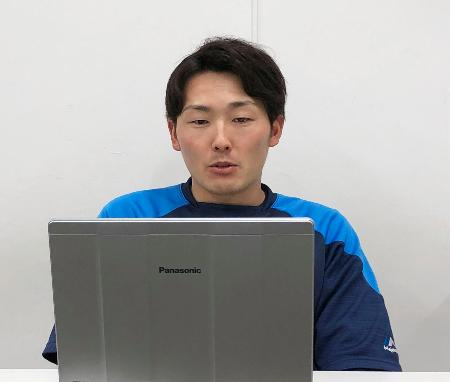 オンライン取材に応じる西武の源田=21日、埼玉県所沢市(球団提供)