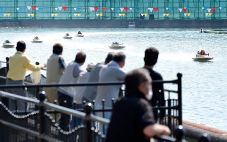 長崎県内在住者に限った観客を入れ、開催されたボートレース=22日午後、長崎県大村市のボートレース大村