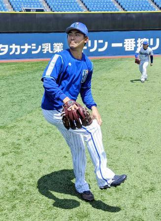 キャッチボールで調整するDeNA・今永=横浜スタジアム(球団提供)