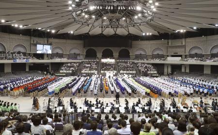 昨年7月に行われた全国高校総体の総合開会式=鹿児島アリーナ