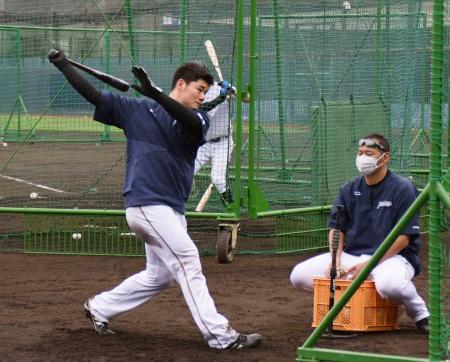 打撃練習する日本ハム・清宮=26日、千葉県鎌ケ谷市(球団提供)