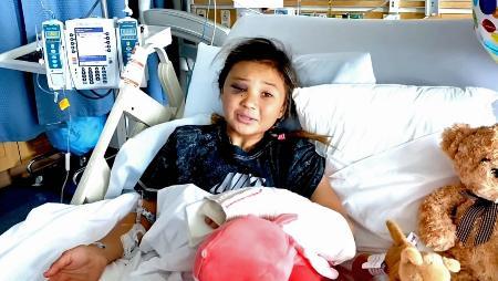 頭蓋骨骨折など重傷を負った転倒事故を病床で振り返るスケートボード女子英国代表のスカイ・ブラウン(ユーチューブから)