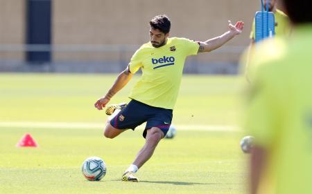 練習に参加するバルセロナのスアレス=5月、バルセロナ(ゲッティ=共同)