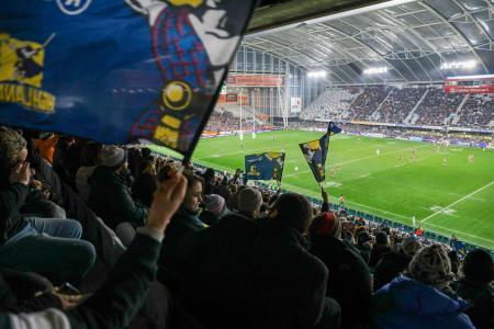 約2万2千人の大観衆が集まったスーパーラグビーの観客席=13日、ダニーデン(AP=共同)
