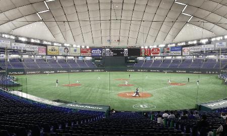 新型コロナウイルスの影響で観客を入れずに東京ドームで開かれた練習試合=2日