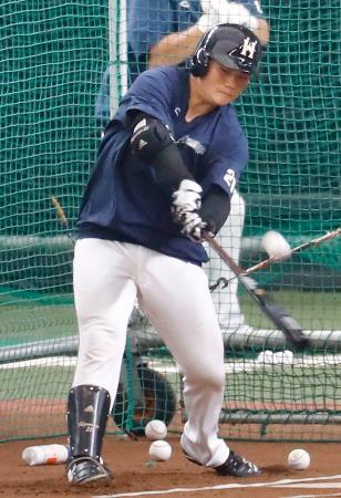 開幕に向け打撃練習する日本ハム・清宮=メットライフドーム