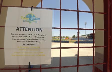 新型コロナウイルスの感染拡大で米大リーグのキャンプが中断となり、施設を閉鎖したフィリーズのキャンプ地=5月、クリアウオーター(ゲッティ=共同)