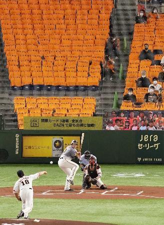 約3カ月遅れで開幕し、無観客で行われた巨人―阪神戦=19日、東京ドーム