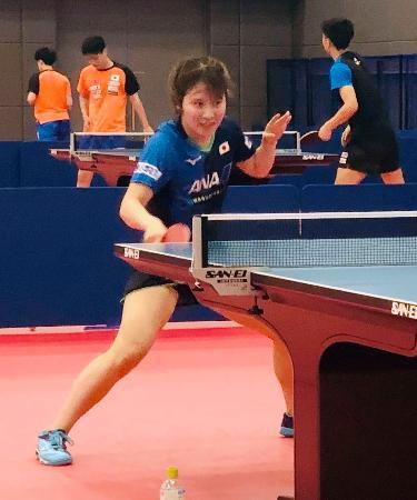 卓球のナショナルチームの合宿が再開され、練習する平野美宇=東京都北区の味の素ナショナルトレーニングセンター(日本卓球協会提供)