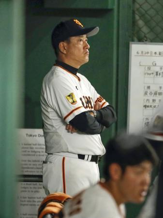 7回、リードを許す展開に厳しい表情の巨人・原監督=東京ドーム