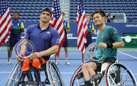 全米オープンテニス、車いすの部男子ダブルスで準優勝の国枝(右)、フェルナンデス組=2019年9月、ニューヨーク(共同)