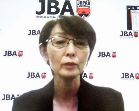 オンラインで取材に応じる、日本バスケットボール協会の三屋裕子会長=28日