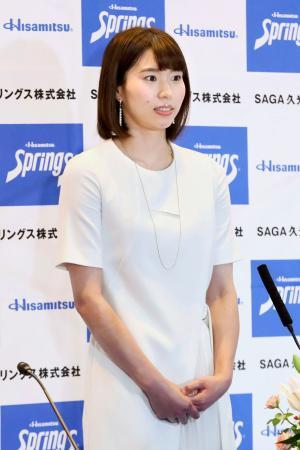 記者会見するバレーボール女子の新鍋理沙=29日(SAGA久光スプリングス株式会社提供)