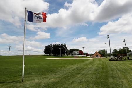 映画「フィールド・オブ・ドリームス」の舞台となったアイオワ州の野球場=6月、ダイアーズビル(AP=共同)