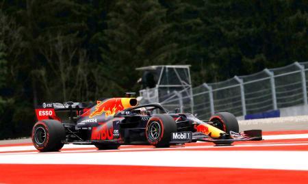 F1オーストリアGPのフリー走行に臨むレッドブル・ホンダのマックス・フェルスタッペン=シュピールベルク(ロイター=共同)